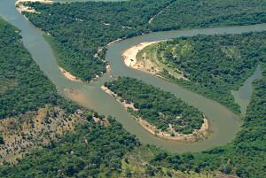 Ao mudar o leito, os rios tem o poder de mudar a geografia. Foto Margi Moss