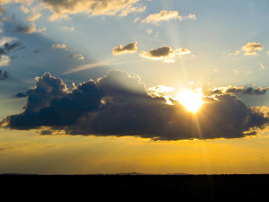 Sol, lua, nuvens, chuva, vento... o clima é composto de muitos variáveis. Foto Margi Moss
